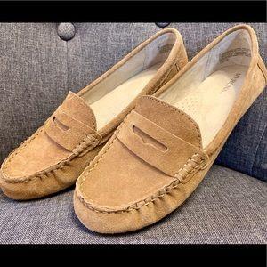 New Merona tan loafers size 8